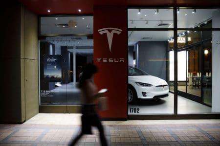 Электрокары Tesla научились самостоятельно диагностировать неполадки и резервировать детали на автосервисе