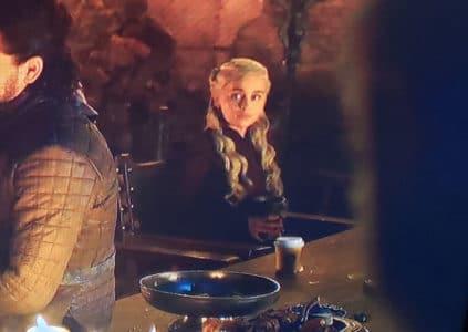 HBO отредактировала эпизод сериала «Игра престолов» со случайно попавшим в кадр стаканом с кофе