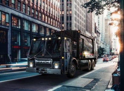 Американский автопроизводитель Mack представил электрический грузовик LR BEV Refuse для вывоза мусора [видео]