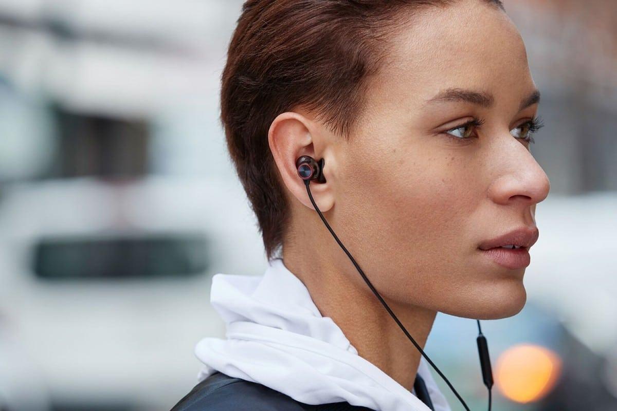 Новые беспроводные наушники OnePlus Bullets Wireless 2: три излучателя, 14 часов без подзарядки и быстрая зарядка за 10 минут, но цена — €100