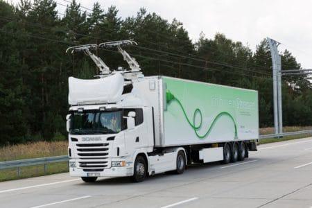 В Германии открыли первый «электрический автобан» для грузовиков с токосъемниками