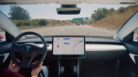 Consumer Reports: Tesla Autopilot changes the lane of a vehicle unsafe, including breaking traffic rules