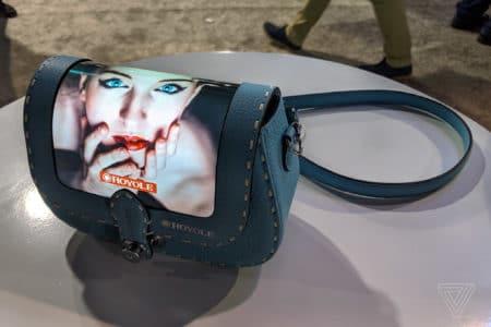 Модный бренд Louis Vuitton показал ручные сумки с гибкими дисплеями, которые являются «расширением смартфона»