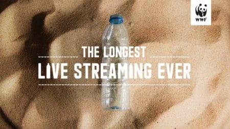 WWF запустил стрим, на котором в реальном времени разлагается пластиковая бутылка. Продолжительность трансляции составит примерно 450 лет
