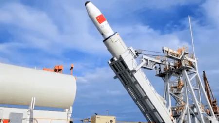 Китайские инженеры запустили ракету-носитель с морской платформы