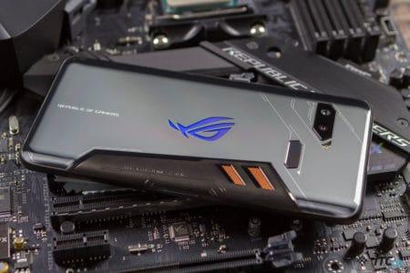 Игровой смартфон ASUS ROG Phone 2 получит дисплей с частотой обновления 120 Гц и будет анонсирован в следующем месяце
