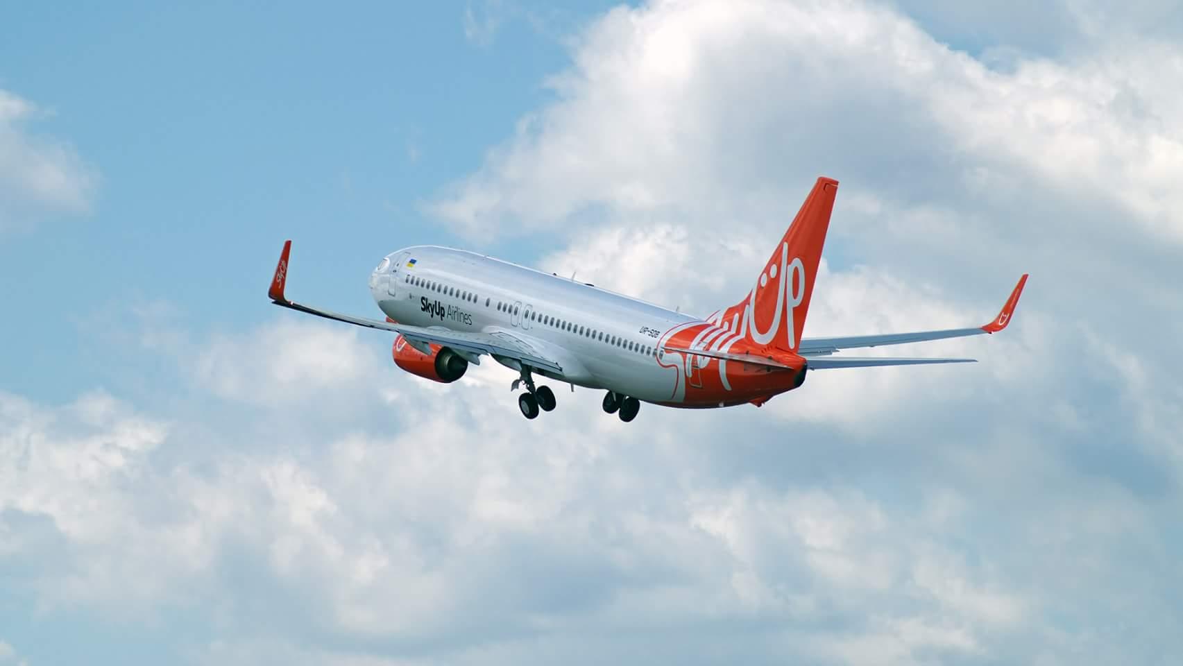 Суд приостановил лицензию украинского лоукостера SkyUp Airlines, но авиакомпания и далее выполняет все рейсы