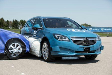 Компания ZF продемонстрировала внешние подушки безопасности, защищающие автомобиль и пассажиров от боковых ударов [видео]