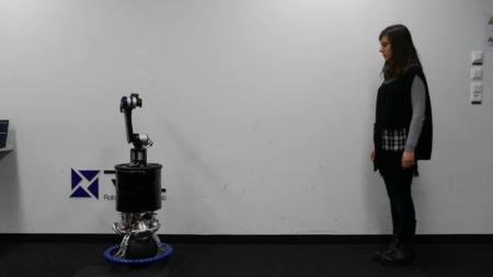 Швейцарские инженеры представили робоманипулятор, балансирующий на шаре. С ним можно эффектно танцевать