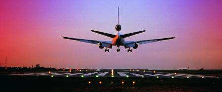Немецкие инженеры представили систему автоматической посадки самолетов, которой не требуется наличие на взлетно-посадочной полосе специальных маяков