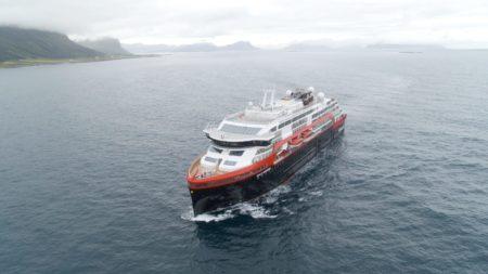 MS Roald Amundsen — первый в своем роде круизный лайнер-гибрид