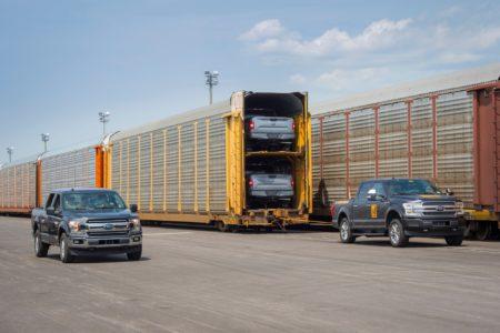 Видео дня: Прототип электрического пикапа Ford F-150 буксирует поезд весом более 1 млн фунтов (450 тонн)
