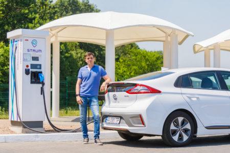 «ДТЭК» официально запустила пять станций скоростной зарядки электромобилей STRUM мощностью 50 кВт на трассе Киев-Львов