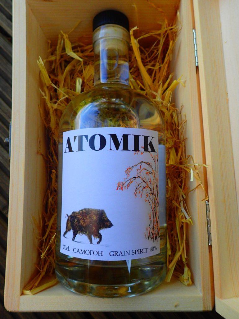 """Британские и украинские ученые создали крафтовую водку """"ATOMIK"""" из воды и пшеницы из зоны отчуждения ЧАЭС (в научных целях)"""