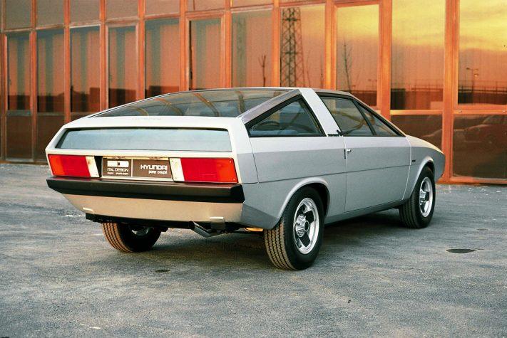 """Hyundai привезет на Франкфуртское автошоу концепт электромобиля """"45"""", выполненный в ретро-стиле 70-х годов прошлого века"""