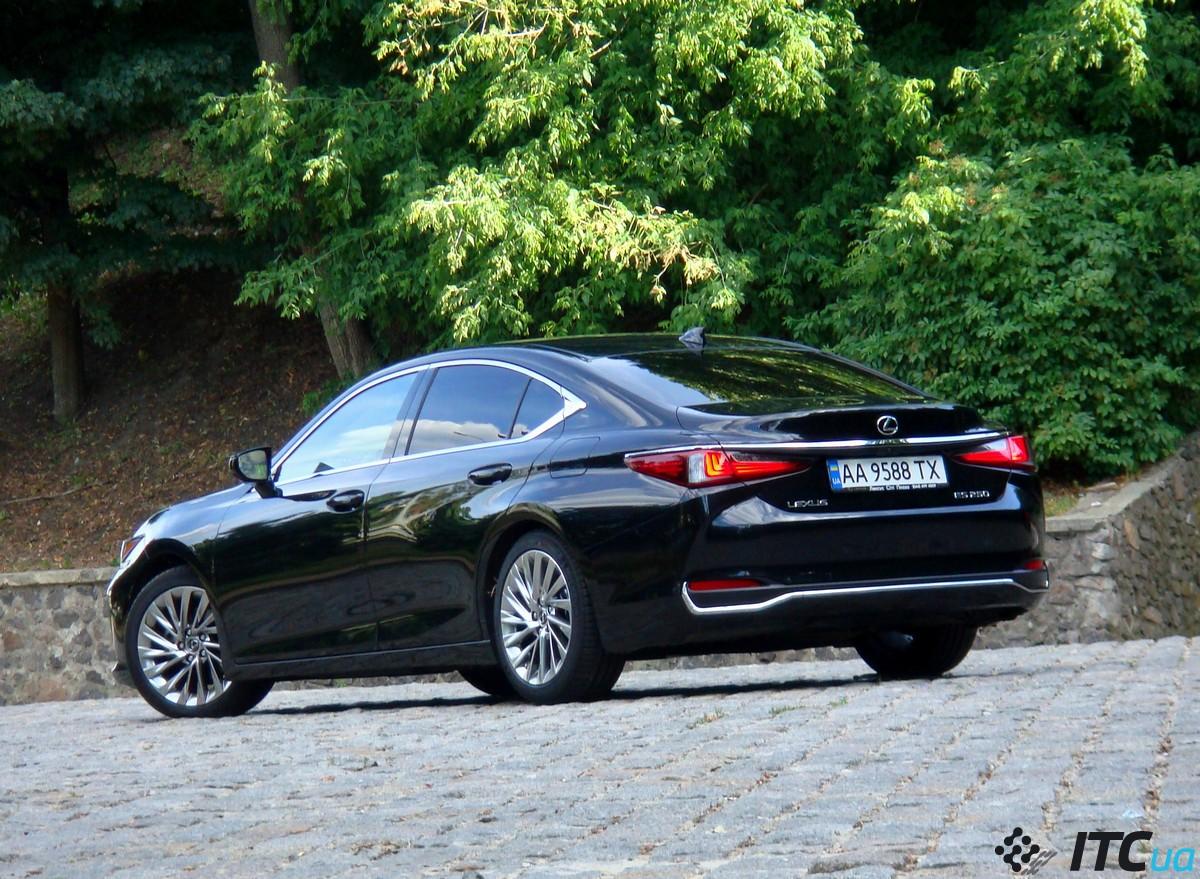 Тест-драйв Lexus ES250: покупка не по любви, но по расчету