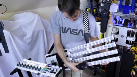 Британский изобретатель создал MIDI-гитару из штрихкодов
