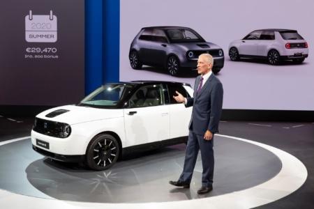 Серийный электромобиль Honda e будет стоить €33,470 в базовой версии и €36,470 в продвинутой, продажи стартуют только летом 2020 года