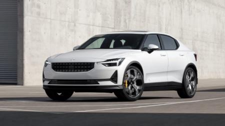 Volvo собирается позиционировать электрокар Polestar 2 в качестве конкурента Tesla Model 3, «несмотря на худшую энергоэффективность»