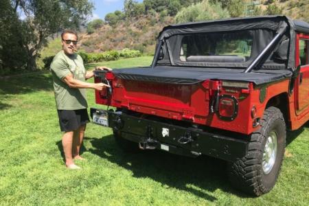 Арнольд Шварценеггер предоставил 16-летней экоактивистке Грете Тунберг электромобиль (но не свой Hummer H1, а новый Tesla Model 3)