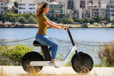 Американский стартап представил стильный электроскутер Karmic OSLO с запасом хода 30 км и стоимостью от $1,499