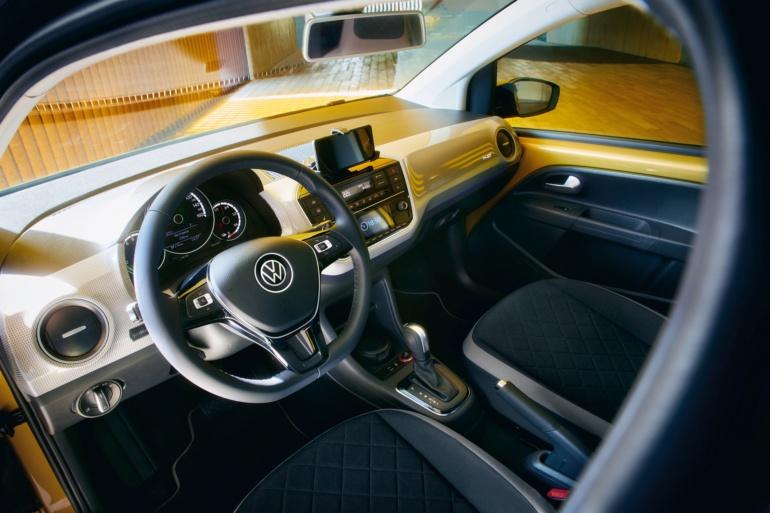 Volkswagen представил второе поколение электромобиля Volkswagen e-up! с батареей емкостью 32,3 кВтч, запасом хода 260 км и ценником €22 тыс. (€17,3 тыс. после льгот)