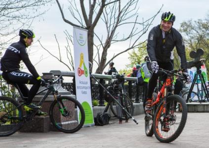 «Велосипедный» соцопрос: 76% украинцев умеют ездить на велосипеде, 42% владеют ими, 16% используют их круглый год и пр. [инфографика]