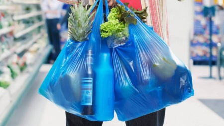 Кабмин поддержал предложенный ВРУ запрет на использование пластиковых пакетов в Украине и начал разработку законопроекта о запрете одноразовых изделий из пластика