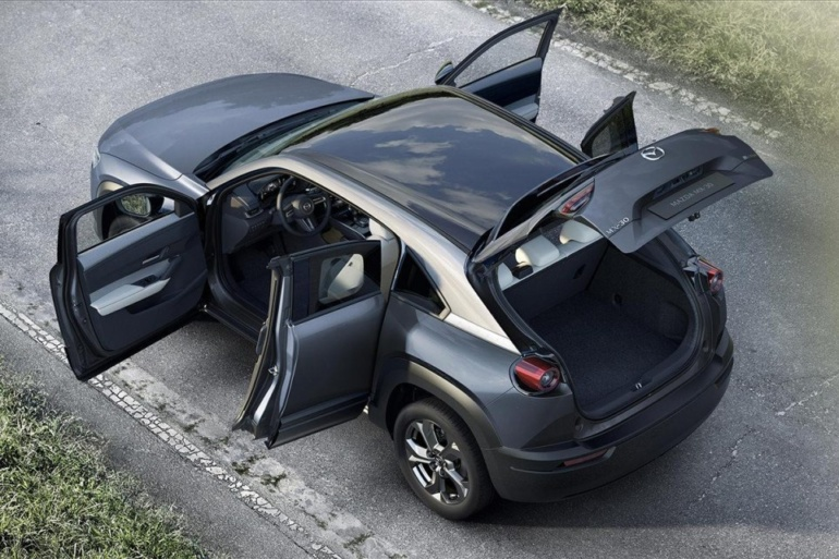 «Дальнобойные электромобили хуже дизельных авто». Mazda объяснила скромную емкость аккумулятора электрокроссовера Mazda MX-30 заботой об экологии
