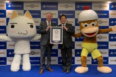 Sony PlayStation попал в «Книгу рекордов Гиннеса» как самый продаваемый бренд домашних игровых консолей в мире (с результатом 450 млн штук)