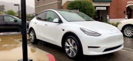 Видео дня: ожидаемый электрический кроссовер Tesla Model Y живьём с близкого расстояния