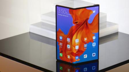 Huawei утверждает, что продает по 100 тысяч складных смартфонов Mate X в месяц