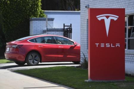 Tesla предлагает миллион долларов и Model 3 за взлом электромобиля на конкурсе Pwn2Own