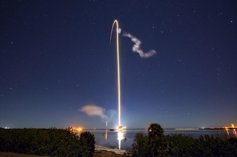 Бодрый старт. SpaceX вывела на орбиту еще 60 спутников Starlink, снова использовав для этого первую ступень Falcon 9, летавшую и садившуюся трижды, а также вернула грузовой корабль Cargo Dragon после третьего повторного полета