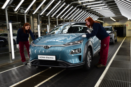 Hyundai открывает производство электрокроссовера Kona Electric на заводе в Чехии, чтобы удовлетворить высокий спрос европейских стран