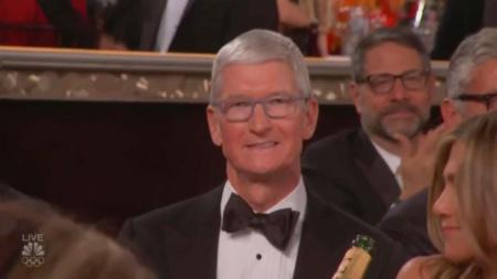 Поскандалить на вручении «Золотых глобусов»✔️. Комик Рики Джервейс жестко «проехался» по Apple в присутствии Тима Кука и всему Голливуду