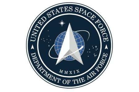 Дональд Трамп показал эмблему недавно созданных Космических сил США. Она сильно напоминает логотип звездного флота из Star Trek