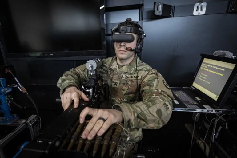 Новобранцы Нацгвардии штата Нью-Джерси на первых порах учатся стрелять из пулемета в VR