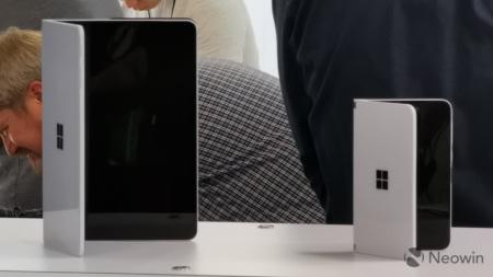Прототип двухэкранного смартфона Microsoft Surface Duo замечен в «дикой природе»
