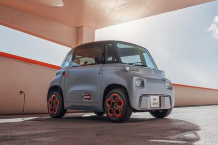 Анонсирован Citroen Ami — серийный двухместный электромобиль с мощностью 6 кВт, батареей 5,5 кВтч и запасом хода 70 км, продажи в Европе стартуют летом по цене 6000 евро или 20 евро/мес