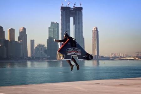 Пилот реактивного ранца Jetman поднялся на рекордную для старта с земли высоту 1800 метров [видео]
