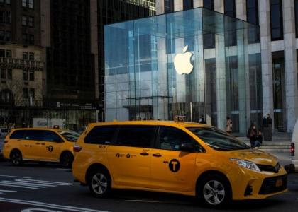 Apple уже сняла запрет на покупку больше двух iPhone в одни руки (его ввели только в минувшую пятницу)