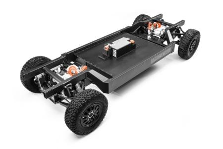 «Один/два двигателя, батарея 120/180 кВтч и любой кузов»: Bollinger представил запатентованную скейтборд-платформу E-Chassis для коммерческих электромобилей