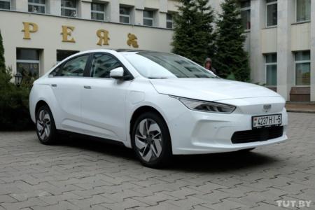 В Беларусь привезли китайский электромобиль Geely Geometry A с запасом хода 500 км, при наличии спроса его сборку обещают наладить на местном заводе «БелДжи»
