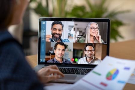 Как у Zoom. Skype получил настраиваемый фон для видеозвонков, а Google Meet научился отображать до 16 участников видеоконференции на одном экране
