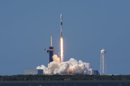 Ракета SpaceX Falcon 9 вывела на орбиту еще 60 спутников Starlink и побила рекорд по запускам среди (действующих) американских ракет