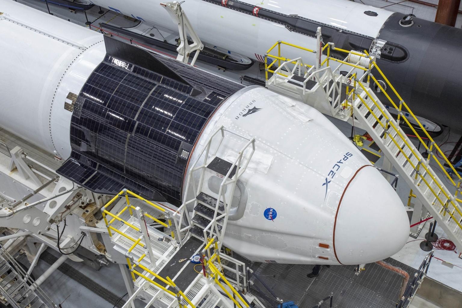 Ракета Falcon 9 и корабль Crew Dragon во всей красе перед грядущим историческим запуском