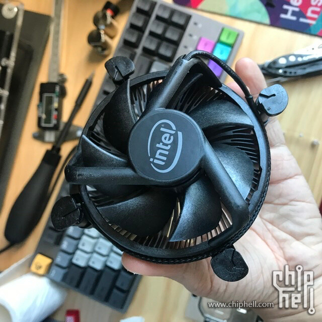 Intel слегка обновила комплектный кулер для процессоров Core 10-го поколения и Xeon-W