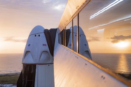 Обновлено: SpaceX впервые запустила Crew Dragon с астронавтами к МКС