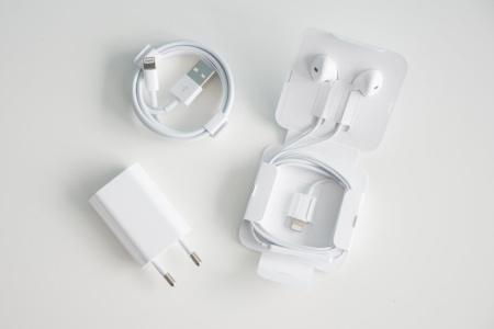 Скорость зарядки нового iPhone SE протестировали с использованием ЗУ мощностью 5 и 18 Вт